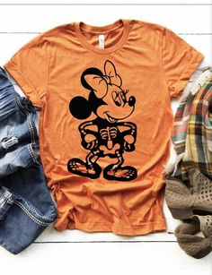 Matching Halloween Costumes, Disney Halloween Shirts, Minnie Mouse Halloween, Disney Shirts, Punny Halloween Costumes, Halloween Outfits, Halloween Fashion, Halloween Ideas, Halloween Themed Food