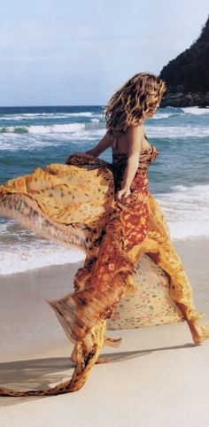 'stealing beauty' - gisele bündchen by gilles bensimon for elle us, october 2002 Stealing Beauty, Gisele Bündchen, Elle Us, Frou Frou, Island Girl, Summer Of Love, Beautiful Gowns, Timeless Fashion, Supermodels