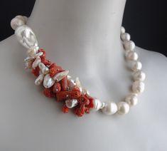 Coral Jewelry, Beaded Jewelry, Jewelry Necklaces, Jewelery, Beaded Bracelets, Diy Necklace, Gemstone Necklace, African Beads Necklace, Wire Jewelry Designs