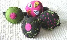 Embroidered Felt Wrist Pincushions WITH TUTORIAL! - NEEDLEWORK