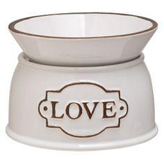 Die einfache, steingutfarbene Oberfläche reflektiert die süße Reinheit eines Liebesgeständnisses.