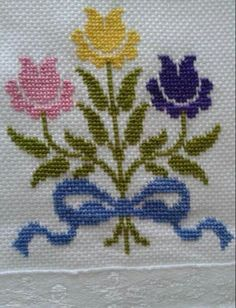 This Pin was discovered by Sab Kawaii Cross Stitch, Simple Cross Stitch, Cross Stitch Borders, Cross Stitch Flowers, Cross Stitch Designs, Cross Stitching, Cross Stitch Embroidery, Hand Embroidery, Cross Stitch Patterns