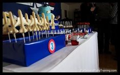 [Inspiration] Planes and Pilots Birthday Party - Spaceships and Laser Beams Planes Party, Airplane Party, Top Gun Party, Air Force Birthday, Kids Party Themes, Party Ideas, Military Party, 2nd Birthday Parties, Cake Birthday