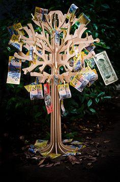Deze Geldboom staat in mijn tuin en ik Pluk daar Elke Dag het Geld uit wat ik Nodig BEN, Ik Leef in Overvloed!