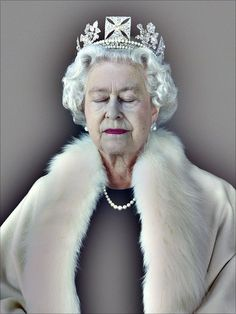 """""""The Lightness of Being"""", an official portrait of the Queen Elizabeth II by photographer Chris Levine. It was commissioned to honor the relationship between the United Kingdom & the Island of Jersey. In Vanity Fair Magazine Photo Set printed on 18 Jan Die Queen, Queen Art, Tilda Swinton, Girl Pose, Prinz Philip, Annie Leibovitz Photography, Isabel Ii, Demi Moore, National Portrait Gallery"""