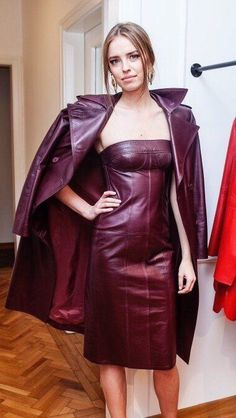 Only Leather: Photo Homecoming Dresses Tight, Tight Dresses, Long Leather Coat, Red Leather, Leather Dresses, Leather Skirt, Leather Outfits, Beautiful Goddess, Beautiful Women