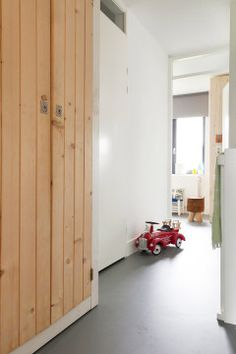 FLOORING: Marmoleum, high quality, durable linoleum that looks like concrete Linoleum Flooring, Kitchen Flooring, Porch Addition, Desk In Living Room, Decoration Design, Interior Exterior, Home Accents, Fixer Upper, Interior Inspiration
