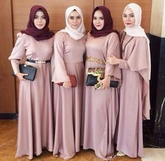 Discover recipes, home ideas, style inspiration and other ideas to try. Hijab Dress Party, Hijab Style Dress, Casual Dress Outfits, Trendy Dresses, Simple Outfits, Nice Dresses, Party Gowns, Laura Lee, Simple Bridesmaid Dresses