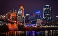 A beautiful city exuding gorgeousness through its European-style neighbourhoods and the Ohio River, Cincinnati in Ohio houses plenty of attractions and places of interest when it comes to entertainment, art, and commerce.
