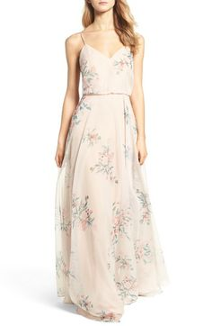 This mix of blush dresses, cream colored dresses, peach dresses, and soft blush and pink floral bridesmaid dresses illustrates how to expertly mix blush and neutral bridesmaid dresses. Printed Bridesmaid Dresses, Vestido Maxi Floral, Fairy Wedding Dress, Before Wedding, Fashion Designer, Blush Dresses, Formal Dresses For Women, Chiffon Gown, Fashion Moda
