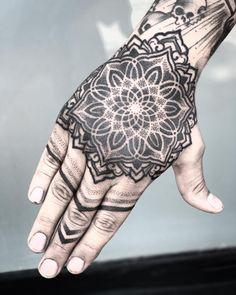 Sun tattoos, sleeve tattoos, life tattoos, tattoos for guys, future tattoos Finger Tattoo For Women, Hand Tattoos For Guys, Hand Tats, Bff Tattoos, Finger Tattoos, Future Tattoos, Body Art Tattoos, Sleeve Tattoos, Mandala Tattoo Mann