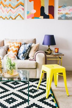 beige couch, great pillow combos, gold lamp