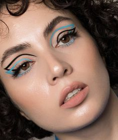 graphic eyeliner Graphic Eyeliner Am I the only one who is interested in graphic eyeliner or you are as well . Makeup Eye Looks, Eye Makeup Art, Creative Makeup Looks, Crazy Makeup, Pretty Makeup, Love Makeup, Beauty Makeup, Emo Makeup, Bright Makeup