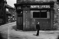 Marc Riboud, Leeds Pubs, Leeds City, Old Pictures, Old Photos, Funny Pictures, Old Pub, Become A Photographer, Uk History