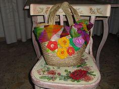 Borsa in paglia con fiori crochet e foulard in seta
