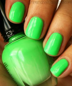 Glitter and Nails: Kleancolor Bikini Green- I just bought this color I can't wait to try it