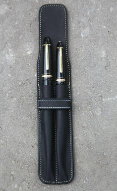 Double pen case made with a Black Latigo 7oz. genuine cow hide leather. Fits pens up to 6 1/2 long (15.5cm) with a diameter of approx. 5/8 (1.5cm). The case is finely finished with wood rubbed edges and the stitches are doubled around the loop to reinforces the closure system. The