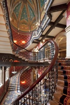 This staircase is at the St Pancras Renaissance Hotel, London. Beautiful Architecture, Beautiful Buildings, Architecture Details, Gothic Architecture, Grand Staircase, Spiral Staircase, Piscina Hotel, Renaissance Hotel, Renaissance Time