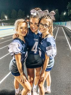 Cute Cheer Pictures, Cheer Pics, Varsity Cheer, Cheers Photo, Picture Poses, Cheerleading, Best Friends, Jr, Highlights
