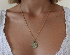 Stunning set of two coins necklace with delicate gold chain. The Perfect necklace for everyday wear. MATERIAL: gold plated nickel free MEASURES: Pendant size- X Chain size- Width Length- shorter chain , longer chain Coin Necklace, Pendant Necklace, 14k Gold Jewelry, Minimal Jewelry, Coin Pendant, Gold Chains, Bit Coins, Jewels, Bobs