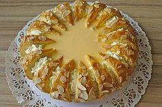 Raffinierte Eierlikörtorte Refined eggnog cake, a popular recipe from the cakes category. Easter Recipes, Dessert Recipes, Sweetly Cake, Eggnog Cake, Austrian Recipes, Torte Cake, Cakes And More, Popular Recipes, Cake Cookies