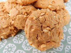 Maple Peanut Breakfast Cookies - maple syrup, peanut butter, & chopped peanuts make a hearty cookie Breakfast Cookies, Maple Syrup, Peanuts, Peanut Butter, Goodies, Gluten Free, Vegan, Desserts, Food