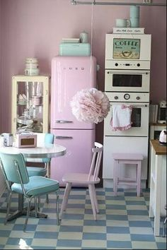 I wud luv to bake nd scramble eggs in this kitchen