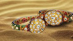 A pair of colorful bangles, especially Kundan Meena is a possession which is a dream of every woman. Royal Jewelry, Gems Jewelry, Ethnic Jewelry, Indian Jewelry, Jewelry Crafts, Antique Jewelry, Gold Bangles, Cuff Bracelets, Uncut Diamond