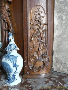 Sculpture sur bois et reproductions et propres créations du mobilier liegeois. Sculpture Ornementale, Wood Paneling, Architecture Details, Painting On Wood, 18th Century, Antiques, Furniture, Vintage, Design