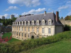 sedan chateau bas Architecture Classique, French Castles, Château Fort, Ardennes, French Chateau, Medieval Castle, French Provincial, Exterior, Temples