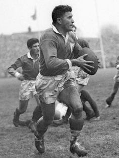 Jean Prat: l'extraordinaire Monsieur Rugby Australian Football, Rugby Men, Team Games, Time Photography, Rugby League, Sports Pictures, A Team, Jeans, Surfing