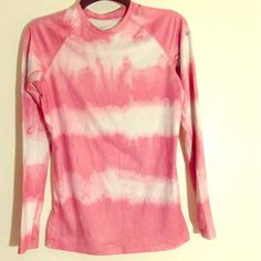 NIKE SHIRT Shirt is in great condition super cute can put your thumbs through the sleeves Nike Tops Tees - Long Sleeve