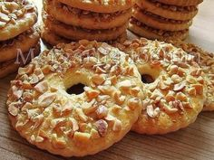 Sand rings with nuts / Culinary Universe Cookie Recipes, Dessert Recipes, Breakfast Recipes, Yummy Treats, Yummy Food, Good Food, Homemade Sweets, Ukrainian Recipes, Homemade Taco Seasoning