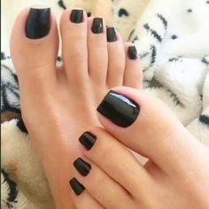 "yonibonbon: ""(must love feet) 💅 must love BLACK nail polish 🖤 "" Black Toe Nails, Pretty Toe Nails, Cute Toe Nails, Sexy Nails, Sexy Toes, Pretty Toes, Sparkly Black Nails, Classy Nails, Toe Polish"