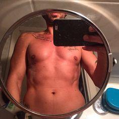 #CostantinoVitagliano Costantino Vitagliano: Buongiornooooo! #goodmorning #tattoo #mirror #home #saturday #selfie #autoscatto #milano
