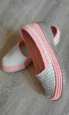 How to Crochet Boots with Flip Flops - Free Pattern + Video Tutorial Crochet Sandals, Crochet Boots, Crochet Slippers, Crochet Shoes Pattern, Shoe Pattern, Crochet Patterns, Crochet Home, Crochet Baby, Knit Crochet