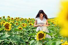 Barbara Maternity Photography • photo by Dalocska - United Photographers • #maternity #sunflower #expectant #pregnant #motherhood #photography