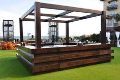 Four Sided Cabana Bar Restaurant Concept, Restaurant Design, Bar Drinks, Beverage Bars, Wood Pallet Bar, Food Counter, Bar Counter Design, Plastic Bottle Art, Garden Bar