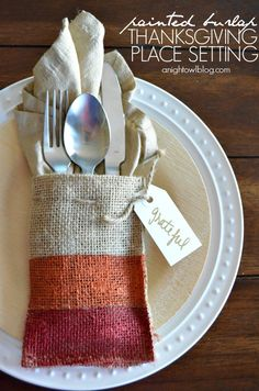 What a fun and easy way to add color and texture to your Thanksgiving dinner table. A Night Owl shares her quick tutorial on making painted burlap Thanksgiving place settings. Thanksgiving Crafts, Thanksgiving Decorations, Fall Crafts, Holiday Crafts, Holiday Fun, Thanksgiving Pictures, Thanksgiving Celebration, Family Thanksgiving, Thanksgiving Tablescapes