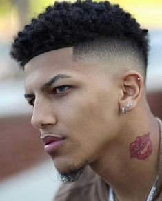 Blowout Haircut: 25+ Modern Blowout Fade and Taper Hairstyles #blowouthaircut #afro #menshair #menshaircutideas #fadehaircut #menshairstyles #menshaircut #menshaircuts Cool Mens Haircuts, Stylish Haircuts, Cool Hairstyles, Men's Haircuts, Taper Fade Afro, Haircut Designs For Men, Disconnected Haircut, Blowout Haircut, Cool Hair Designs