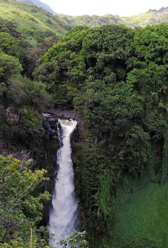 The very best things to do on Maui including the best waterfall.