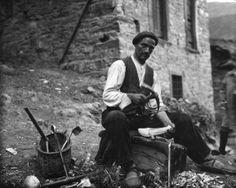 Madreñero trabajando en 1927