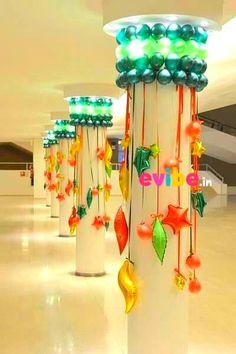 Best pillar decoration for independence day - birthday decorations in Hyderabad Ballon Decorations, Xmas Decorations, Birthday Party Decorations, Office Christmas, Christmas Crafts, Christmas Ornaments, Ballon Arrangement, Deco Ballon, Balloons Galore