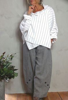 Tokyo top in white striped linen, £ 225 (also gray and navy) over Penny Trouser… - Bohem style - Tokyo white striped linen top, £ 225 (also gray and navy) via Penny Trouser … – Bohem style - Mode Hippie, Bohemian Mode, Boho Chic, Boho Fashion, Fashion Outfits, Womens Fashion, Fashion Design, Mode Cool, Vetements Clothing