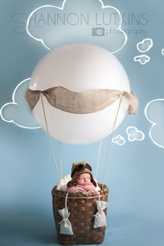 Hot air balloon, this looks very simple to make.  photography newborn props - Google zoeken