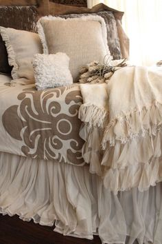 Love the combination of textures.  Would love to find that bed skirt!