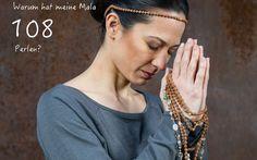Warum hat meine Mala 108 Perlen? Dafür gibt es verschiedene Erklärungen. In meinem Bolg www.beyondyoga.ch/blog findest du einige im Zusammenhang mit Yoga & Meditation Yoga Meditation, Blog, Beads, Blogging