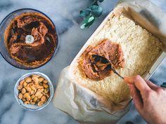 Snickers-raakaneliöt (V, GF) – Viimeistä murua myöten Hummus, Ethnic Recipes, Food, Essen, Meals, Yemek, Eten