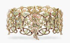 Art Nouveau, Philippe Wolfers (1858 -1929), girocollo (dog collar) con smalti plique-à-jour a comporre fiori di glicine, tormaline, opali e rubini, 1900 ca., Christie's #GoldJewelleryArtNouveau