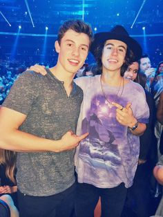 shawn mendes shawn mendes with nash grierYou can find Nash grier and more on our website.shawn mendes shawn mendes with nash grier Shawn Mendes Imagines, Shawn Mendes Quotes, Nash Grier, Hayes Grier, Magcon Family, Magcon Boys, Shawn Mendes Birthday, News Memes, Bae